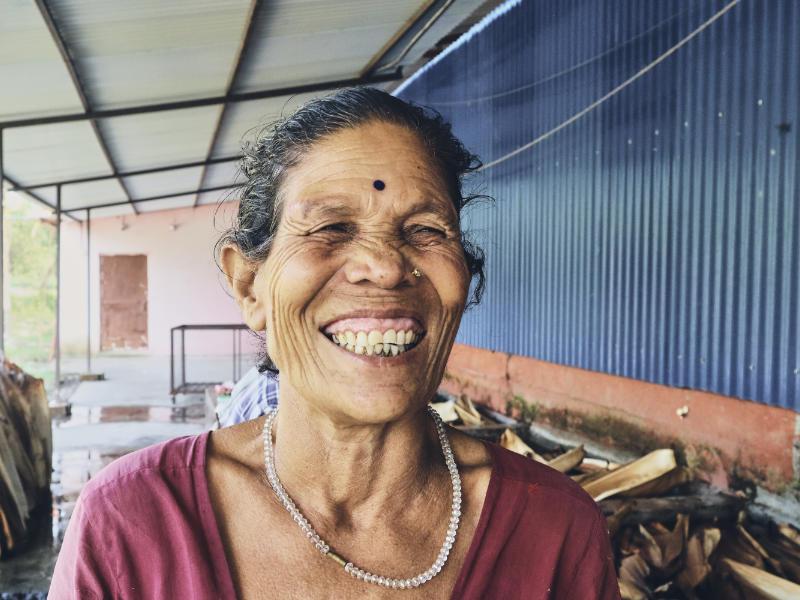 glückliche Frau in Nepal